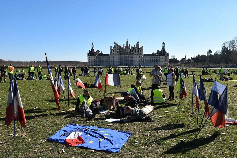 Les Gilets Jaunes ont fait une halte symbolique au château de Chambord.