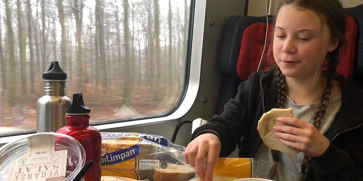 Thunberg postete unterwegs auf ihrer Reise nach Davos Fotos aus dem Zug - dieses entstand beim Frühstück in Dänemark.