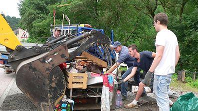 �berschwemmungen Unwetter Aufr�umarbeiten Reisdorf / Foto: John LAMBERTY