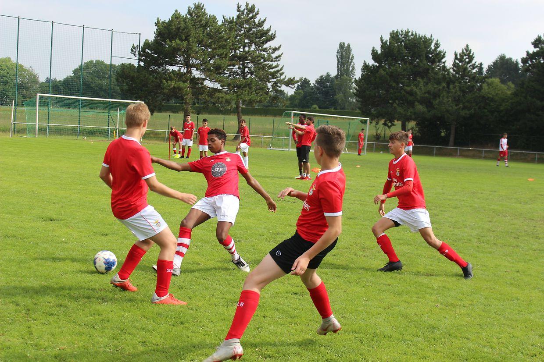 Mais de uma centena de jovens participam no Campus de férias do SL Benfica em Hamm, até sexta-feira.