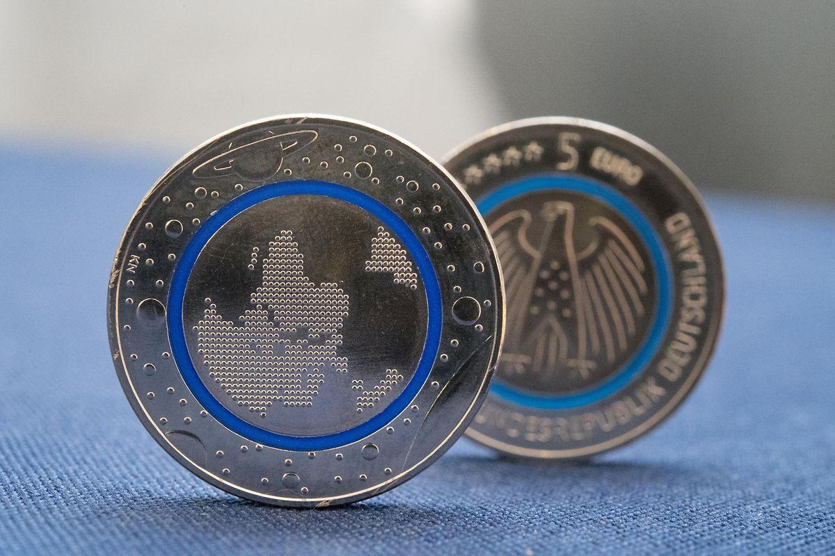 """Bei Sammlern beliebt: Die Bundesregierung hat im Jahr 2016 eine Fünf-Euro-Münze mit dem Titel """"Planet Erde"""" herausgegeben."""