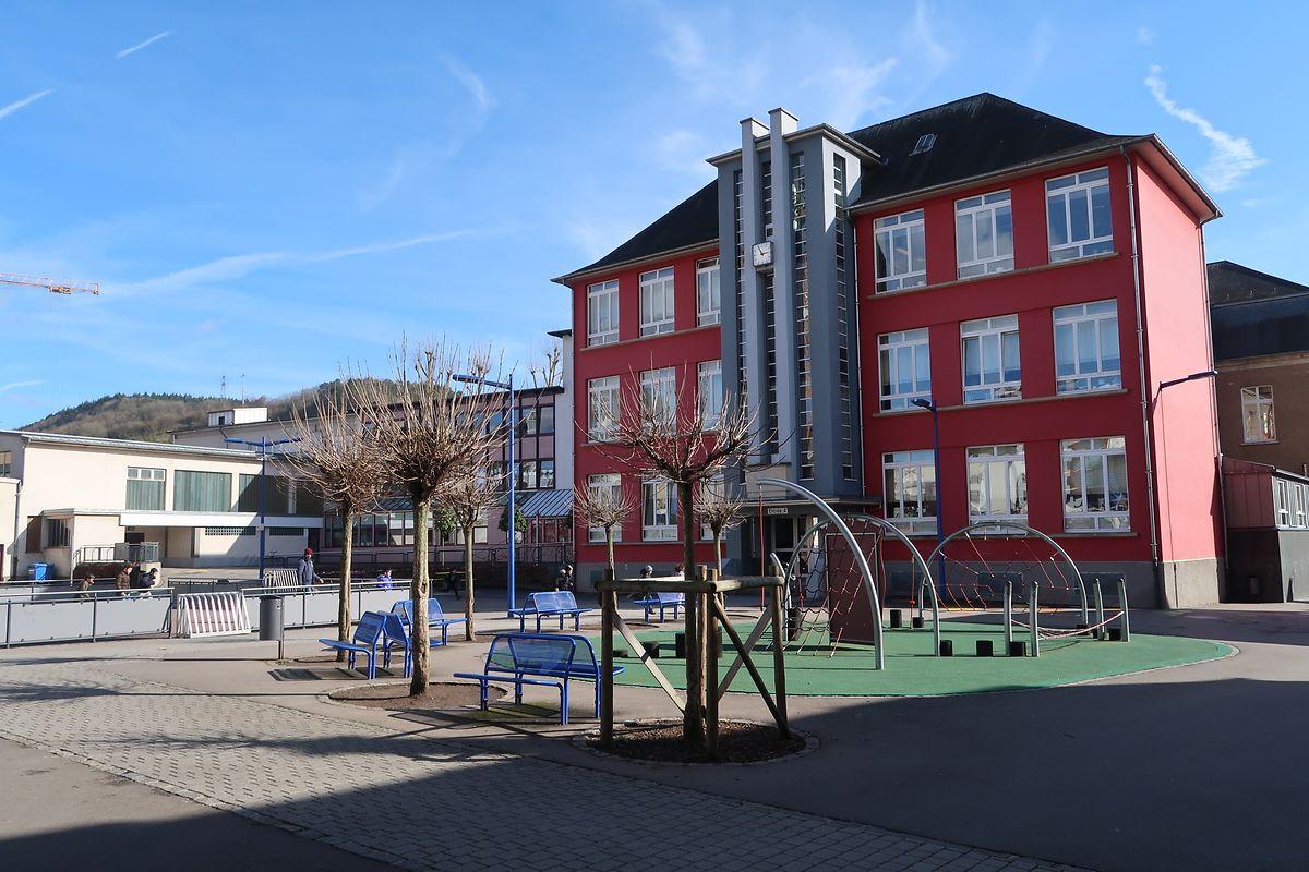 Das alte Gebäude der Grundschule ist an die Grenzen seiner Kapazitäten gelangt.
