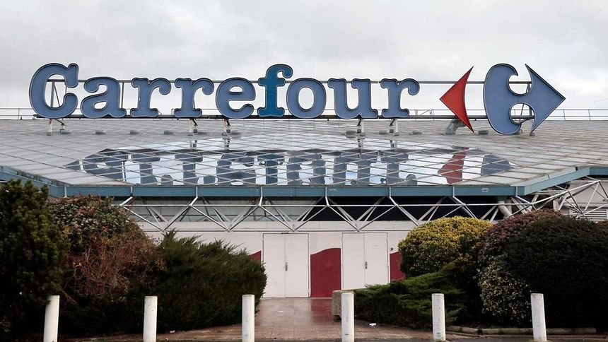 Leclerc, Auchan, Système U et Carrefour reconnaissent avoir vendu des produits Lactalis interdits.