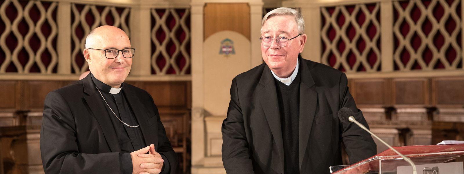 Der ernannte Weihbischof Leo Wagener (l.) und Erzbischof Jean-Claude Hollerich während der Generalprobe zur Bischofsweihe.