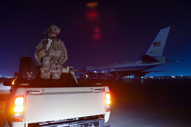 Die Air Force One kurz nach ihrer Ankunft in Afghanistan.