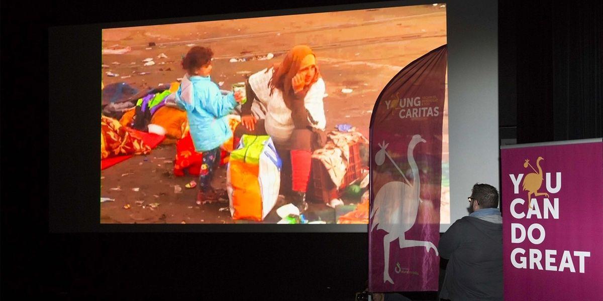 Einzelne Szenen illustrieren das Leid der Flüchtlinge.