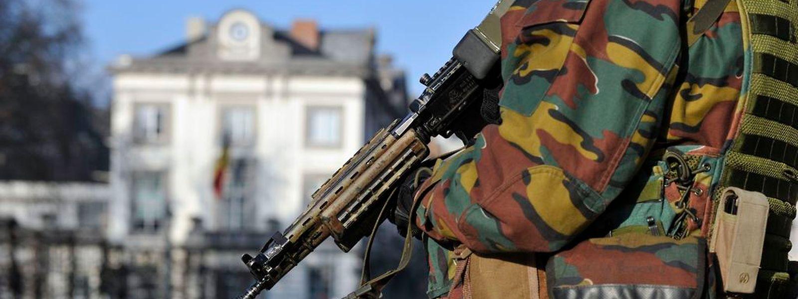 Im Zuge der erhöhten Bedrohungslage in Belgien: An als besonders gefährdet eingestuften Orten patrouilliert die Armee.