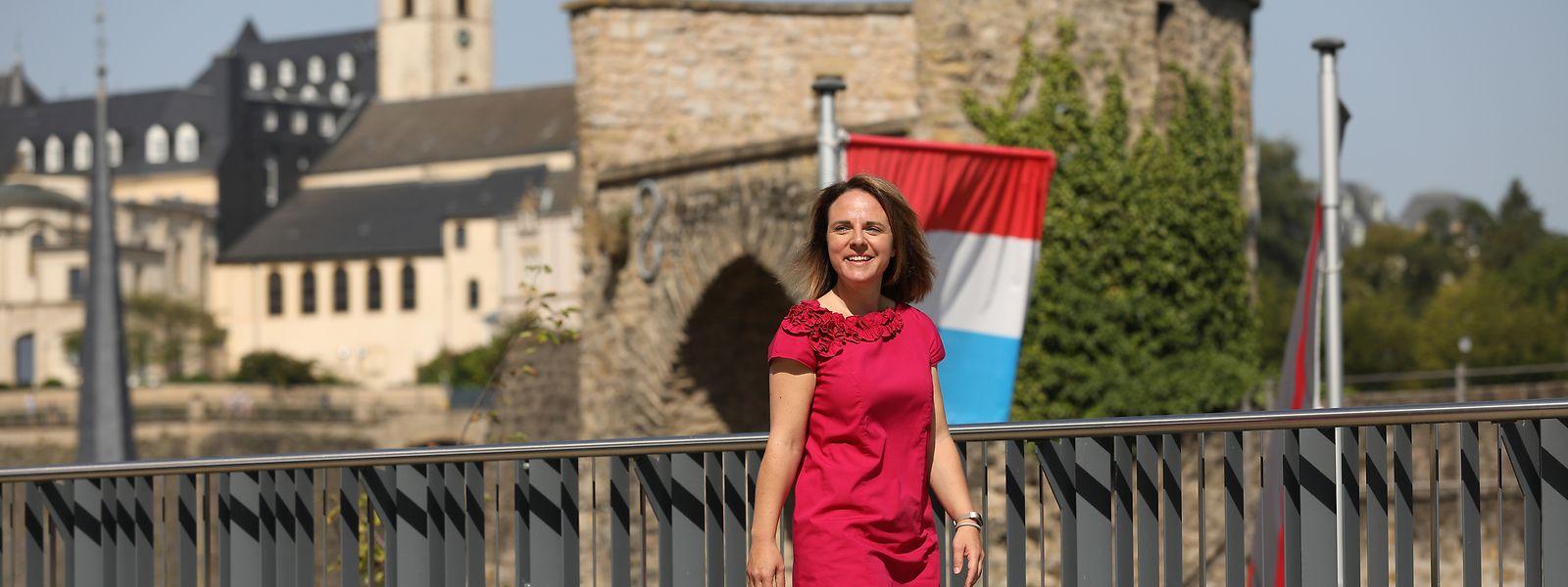 """Familienministerin Corinne Cahen, hier auf dem Areal des Altenheims """"Op der Rhum"""", liegen ältere Menschen besonders am Herzen."""