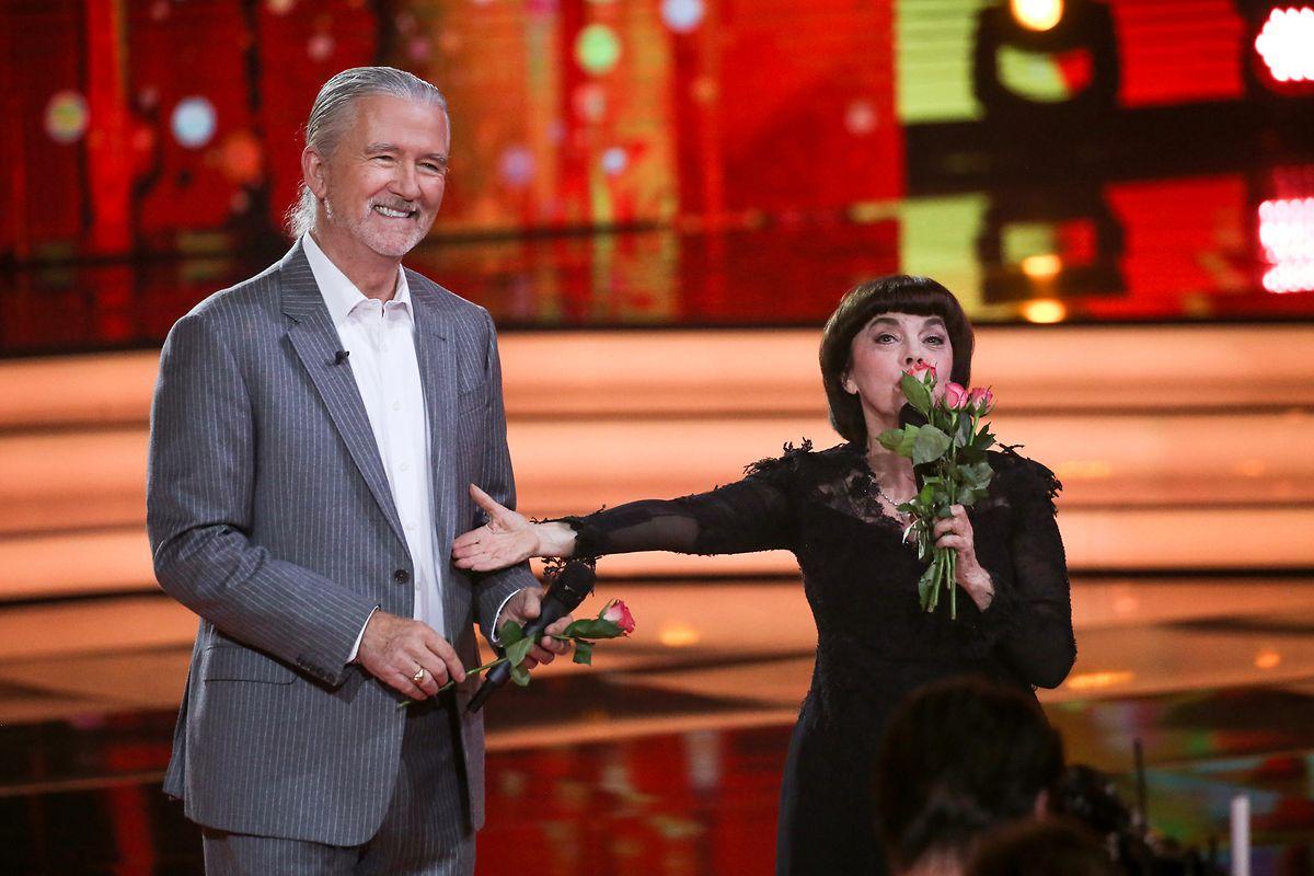 """Patrick Duffy und Mireille Mathieu traten 2018 gemeinsam in der TV-Show """"Willkommen bei Carmen Nebel"""" auf."""