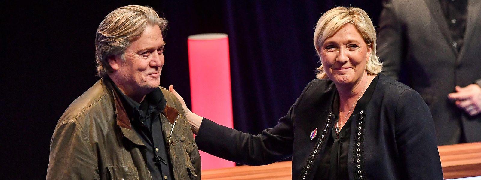 PR-Coup: Am Samstag trat der ultrarechte Steve Bannon mit Le Pen vor den FN-Mitgliedern auf