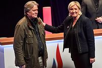 France's far-right party Front National (FN) president Marine Le Pen (R) congratulates former US President advisor Steve Bannon after his speech during the Front National party annual congress, on March 10, 2018 at the Grand Palais in Lille, northern France. / AFP PHOTO / PHILIPPE HUGUEN