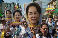 (FILES) In this file photo taken on December 10, 2019, people participate in a rally in support of Myanmar's State Counsellor Aung San Suu Kyi, as she prepares to defend Myanmar at the International Court of Justice in The Hague against accusations of genocide against Rohingya Muslims, in Yangon. - A Myanmar court has charged ousted leader Aung San Suu Kyi with breaching an import and export law, a spokesperson from her National League for Democracy (NLD) said on February 3, 2021. (Photo by Sai Aung Main / AFP)