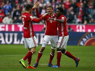 Robert Lewandowski, Thomas Müller and David Alaba (v.l.n.r.) feierten mit den Bayern einen Kantersieg.