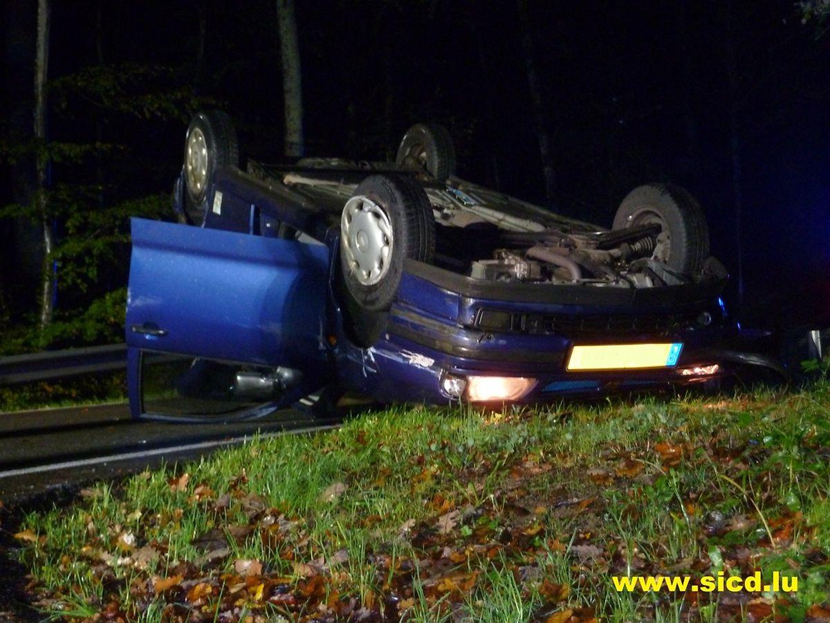 Dieser Wagen hatte sich zwischen Dippach und Mamer überschlagen.