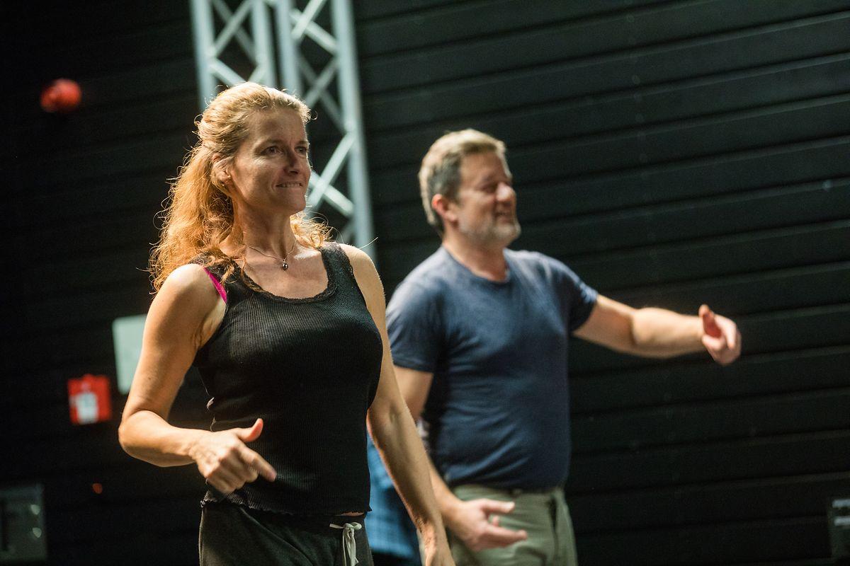 La metteure en scène s'est adjoint l'aide du chorégraphe Jean-Guillaume Weis.