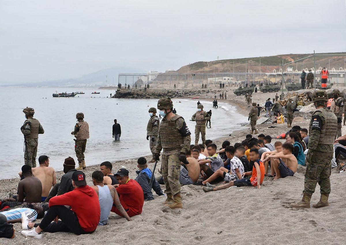 Die spanischen Behörden wurden Mitte Mai vom Ansturm Tausender Migranten völlig überrascht, die schwimmend nach Ceuta gelangt waren.