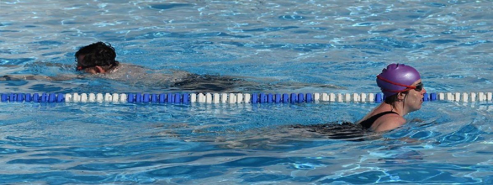 Les piscines extérieures peuvent rouvrir, avec une jauge limitée à 50% de leurs capacités