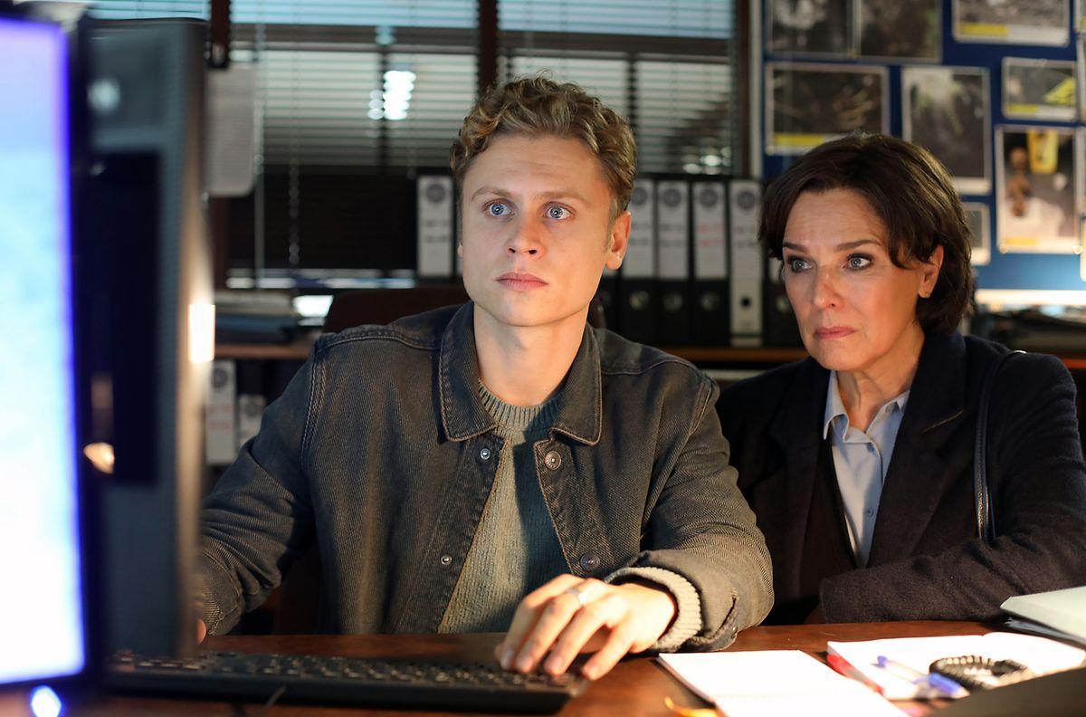 Cathrin Blake (Désirée Nosbusch) und ihr Sohn Paul (Rafael Gareisen) ermitteln gemeinsam.