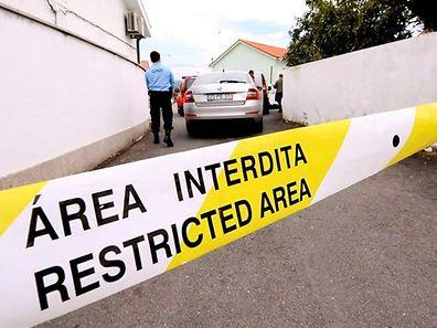 Elementos da GNR junto ao local dos crimes na freguesia de São Veríssimo, concelho de Barcelos
