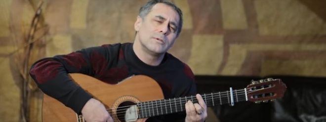 Enrico Lunghi greift erneut zur Gitarre - diesmal mit ganz politischer Note.