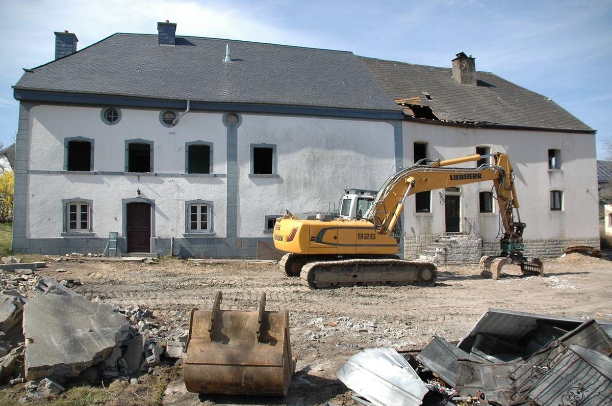 Mit der Einleitung einer Klassierungsprozedur hatte das Kulturministerium dem Abriss dieser beiden Bauernhäuser in Heinerscheid vergangene Woche in letzter Sekunde einen Riegel vorgeschoben.