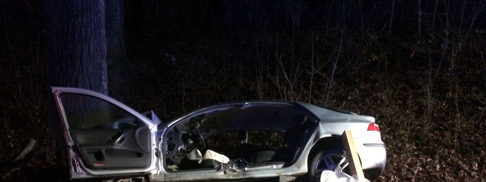 Le chauffeur, seul dans la voiture, a été grièvement blessé.
