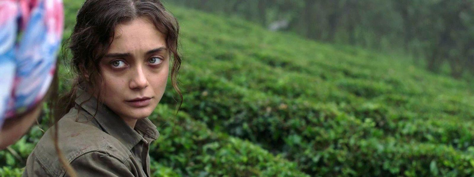 Sibel (Damla Sönmez) muette, est rejetée par les femmes de son village.