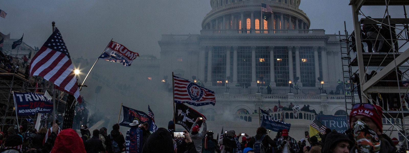 Der Tiefpunkt der amerikanischen Demokratie: Das US-Parlament in Tränengaswolken
