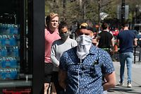 People stand in line to enter a grocery store in Washington, DC, on April 8, 2020. - The coronavirus pandemic is battering the world's major economies and could trigger the deepest global recession in generations, experts warned Wednesday, as rising death tolls in Europe and the US dampened hopes for a quick turnaround. (Photo by NICHOLAS KAMM / AFP)