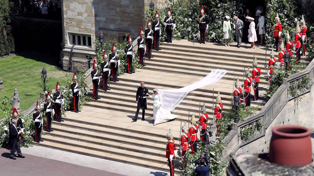 Meterlang zog sich der Brautschleier der neuen Herzogin von Sussex.