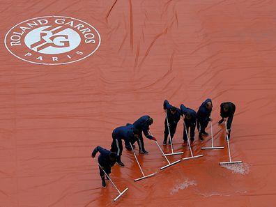 Der Regen wirbelte das Programm mächtig durcheinander.