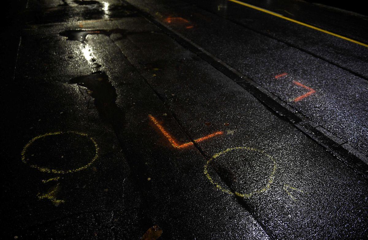 Markierungen auf der Christophstraße zeigen die Stelle an, an der der Fahrer festgenommen wurde.