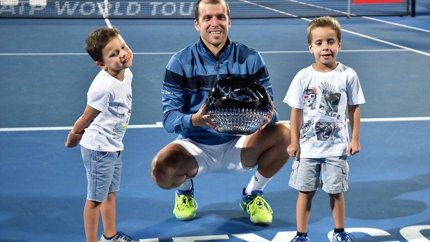 Gilles Muller in Sydney mit seinen Söhnen Lenny und Nils.