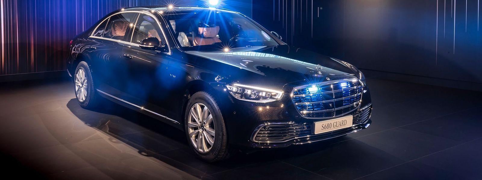 Mit Vollgas ab durch die Mitte: Die neue Mercedes S-Klasse in der Guard-Version kann mit allerlei zusätzlichen Extras ausgestattet werden – darunter auch Blaulicht, Sirene oder Wechselsprechanlage.