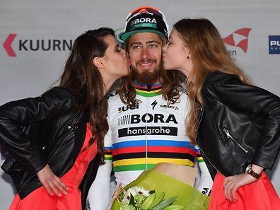 Peter Sagan doublement récompensé sur le podium de Kuurne. Le privilège du champion du monde.