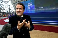 Luxembourg's Prime Minister Xavier Bettel speaks to the press as he arrives on March 21, 2019 in Brussels on the first day of an EU summit focused on Brexit. - European Union leaders meet in Brussels on March 21 and 22, for the last EU summit before Britain's scheduled exit of the union. (Photo by JOHN THYS / AFP)