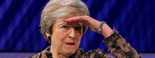 Theresa May tem encontrado grandes dificuldades em fazer aprovar no parlamento britânico o acordo alcançado com os responsáveis europeus.