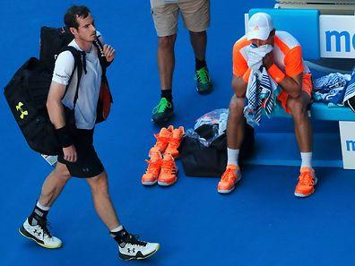 Andy Murray (l.) musste sich überraschend geschlagen geben.