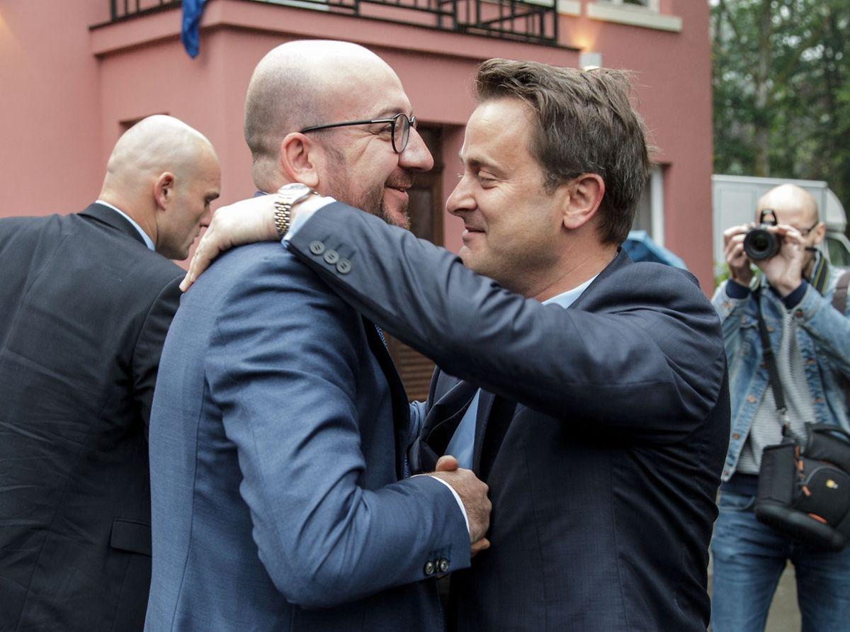 Au-delà de leurs hautes fonctions politiques, les Premiers ministres Charles Michel et Xavier Bettel sont des amis proches dans la vie civile