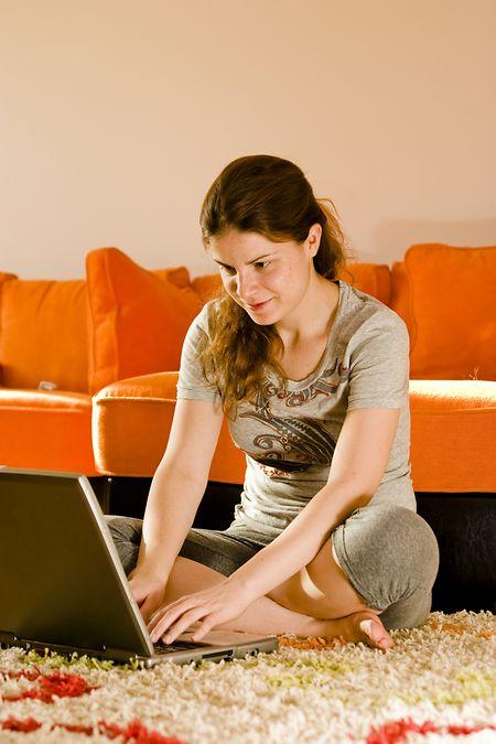 Beaucoup d'employeurs craignent encore de «perdre le contrôle» sur leurs employés télétravailleurs. Il faudrait donc revoir les pratiques managériales.