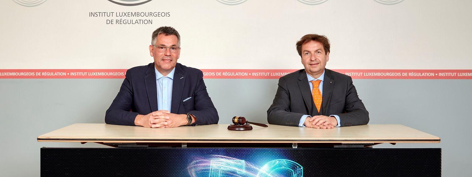 Sie leiteten die Versteigerung: Claude Rischette, Chef de service der Frequenzabteilung, und Luc Tapella, Direktor des ILR (v.l.n.r.)