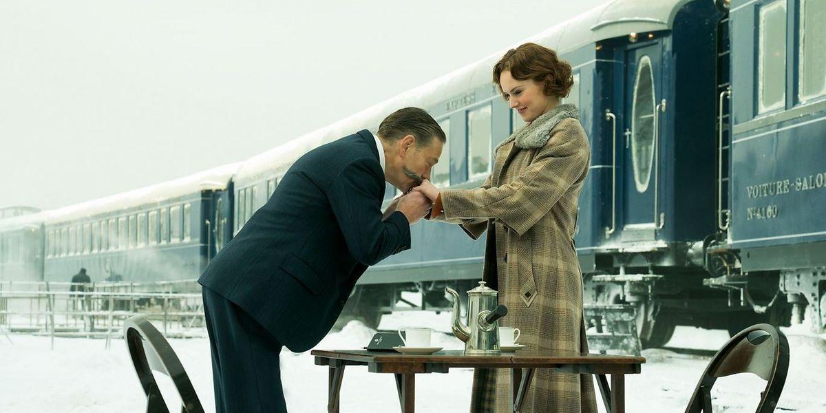 Kenneth Branagh (l.) spielt nicht nur Hercule Poirot, sondern ist auch Regisseur des Films.