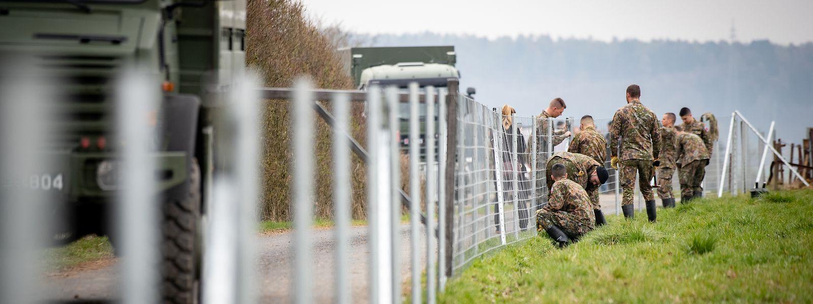 Noch steht der Zaun nicht auf voller Länge, doch er sorgt bereits für viel Gesprächsstoff.