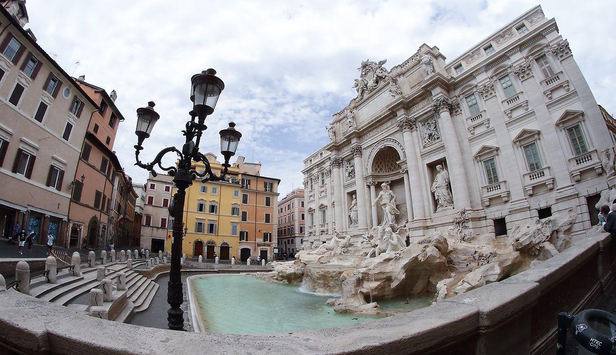 Blick auf den Trevi-Brunnen in Rom.