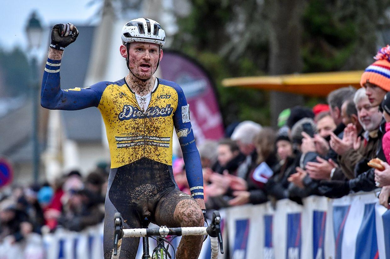 Sören Nissen (VC Diekirch) sichert sich den Titel bei der Elite.
