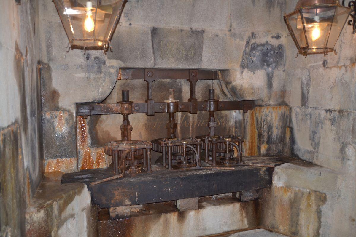 Qualitätswerkzeug: Mit diesen Schiebern wurde ehemals der Wasserstand des Kanals geregelt.
