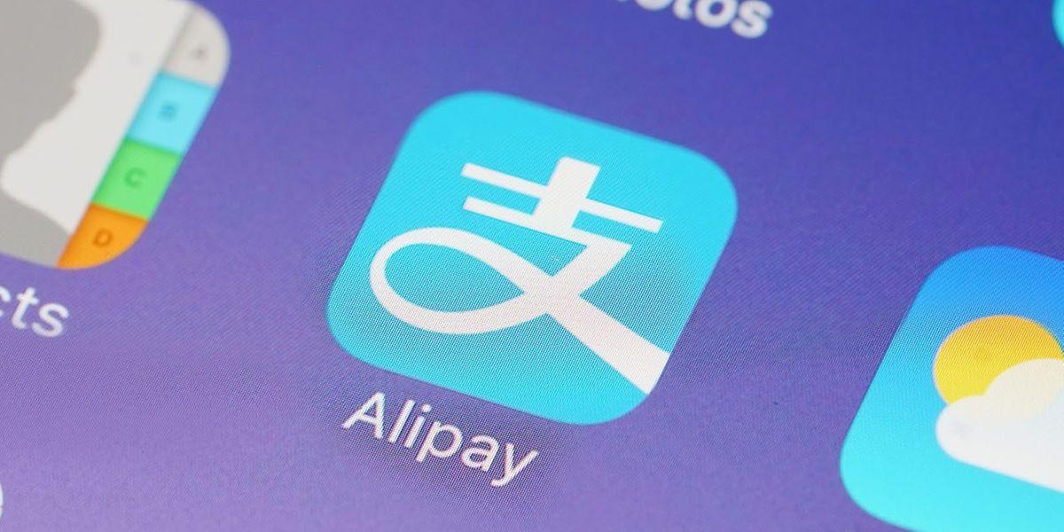 Das Logo der digitalen Geldbörse Alipay ist überall in chinesischen Geschäften präsent.