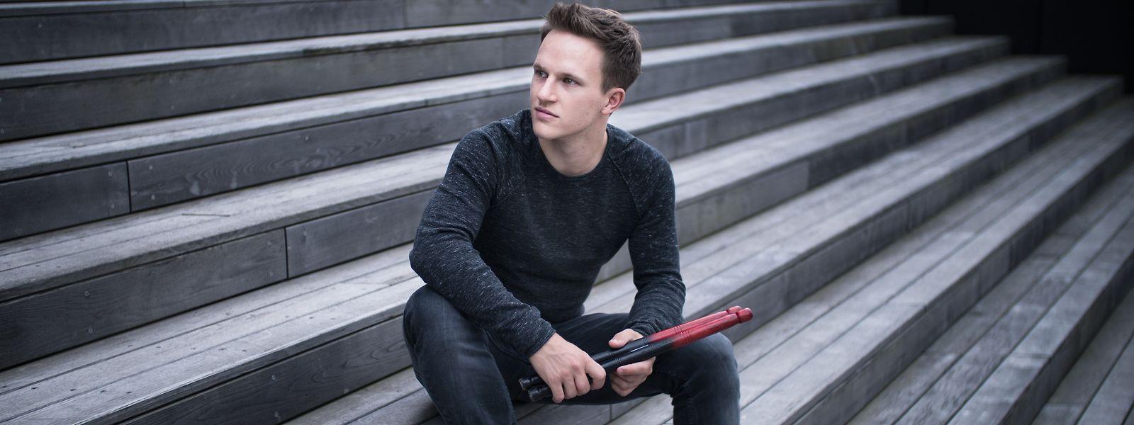 Sein nächstes Konzert in der Philharmonie spielt Christoph Sietzen unter anderem auf Ölfässern und Autofedern.