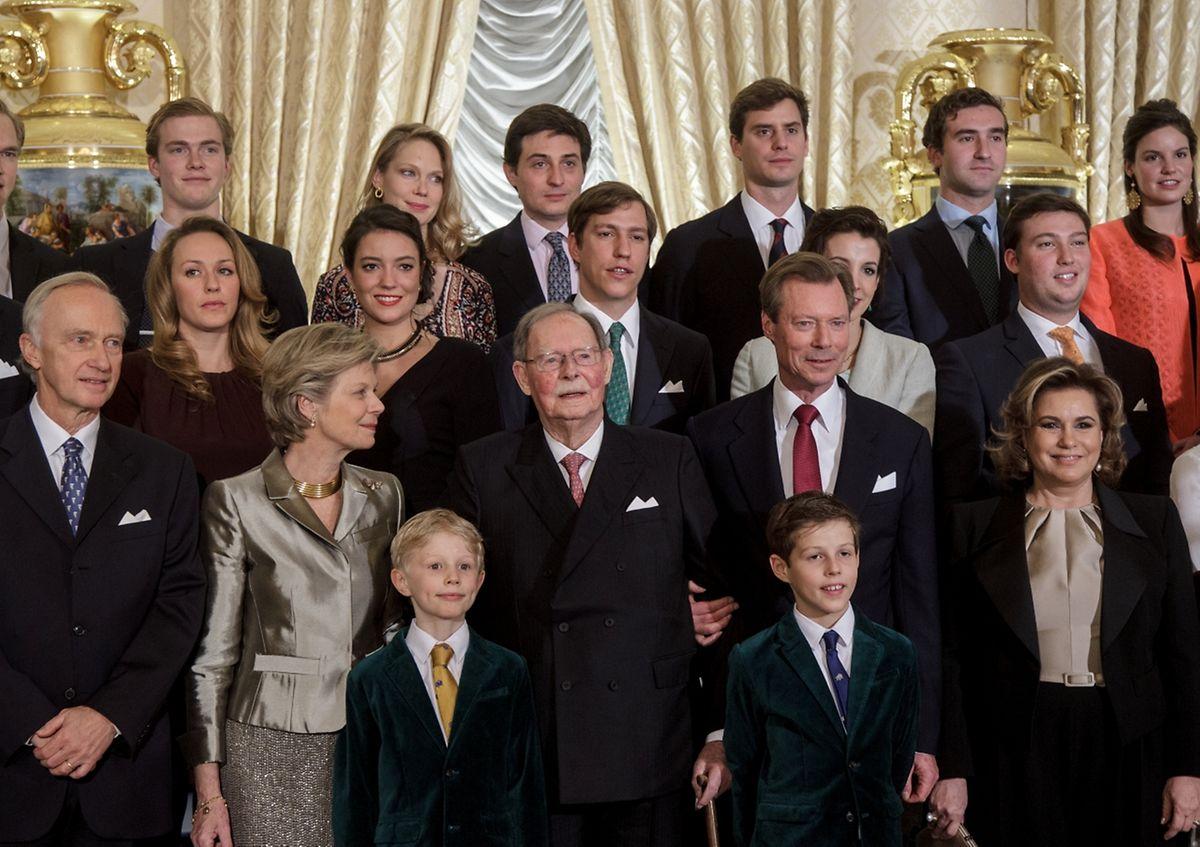 Der Jubilar im Jahr 2016 zusammen mit seinen Kindern und Enkelkindern.
