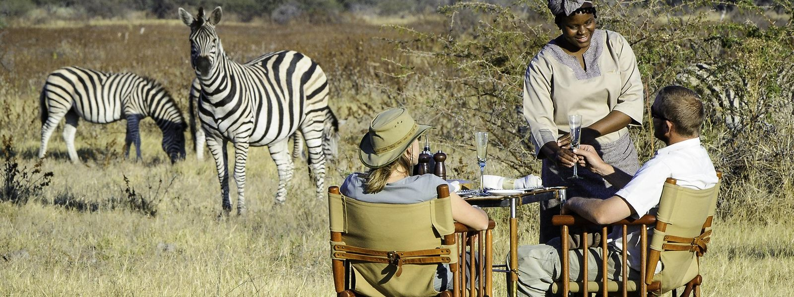 Zum Angebot mancher Luxusanbieter von Safaris gehört auch die gastronomische Pause mitten in der Savanne.